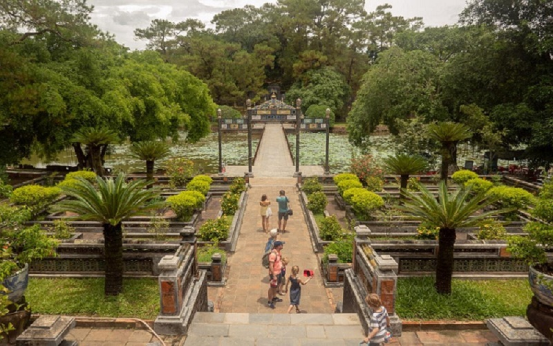 hue-royal-tomb-tour