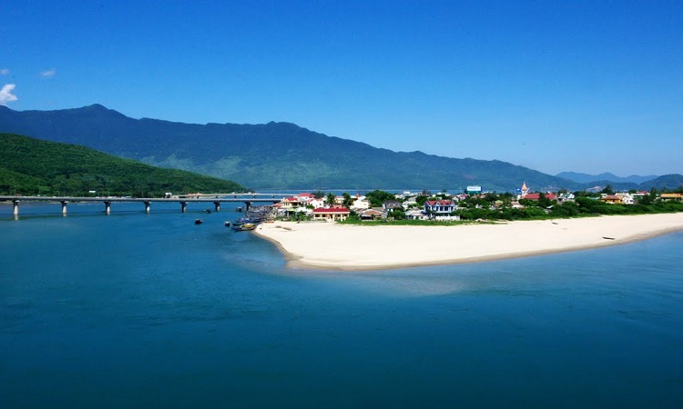 Private Car Transfer Hoi An to Hue