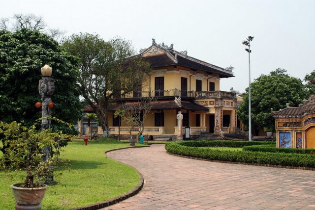 hue-walking-city-tour