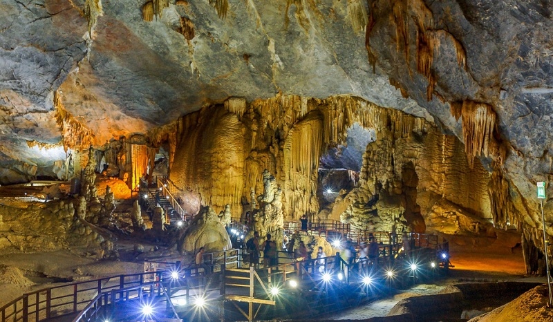 paradise-cave-day-tour-from-hue