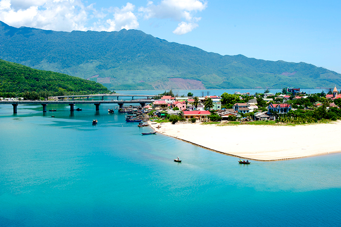 Transfer Hoi An to Hue by Private Car
