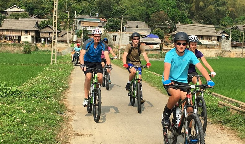 Mai Chau Day Tour